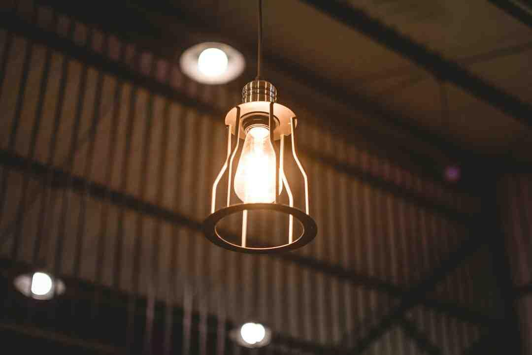 Comment installer une lampe suspendue